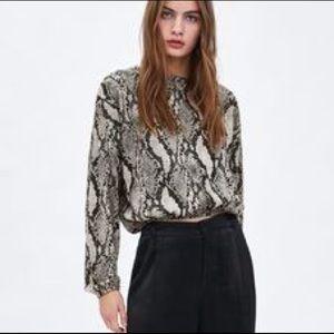 ~Zara~ Snake print sweater